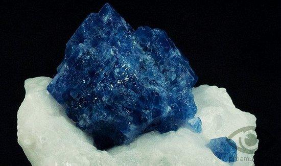 sinjaja-shpinel-kamen-svojstva-kristall-jasnovidenie