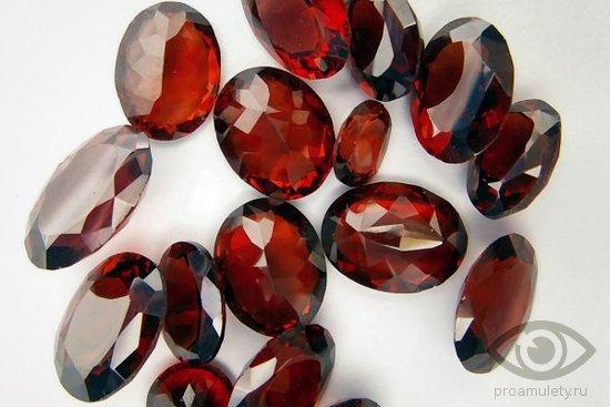 cirkonij-kamen-svojstva-ogranjonnyj-giacint