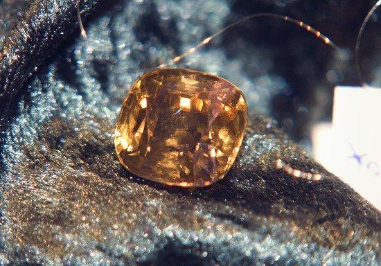 zhjoltyj-cirkonij-kamen-svojstva