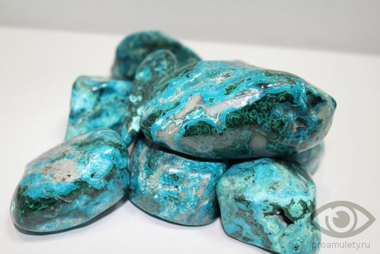 hrizokolla-kamen-svojstva-goluboj-sinij-cvet