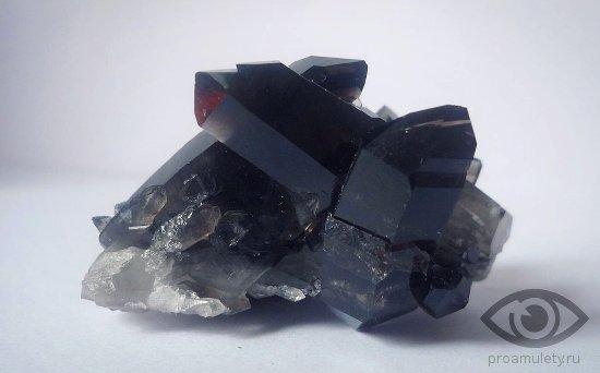kvarc-kamen-svojstva-morion
