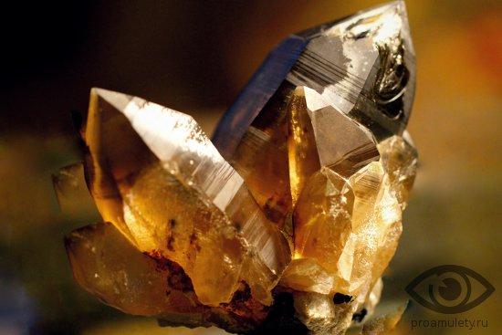 dymchatyj-kvarc-kamen-svojstva-rauhtopaz
