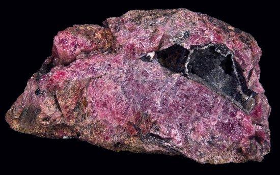 rodonit-kamen-svojstva-kristall