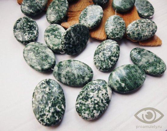 zhadeit-kamen-svojstva-znak-zodiaka-kaboshon-busy