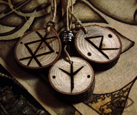 kak-izgotovit-runicheskie-amulety-iz-dereva-samomu