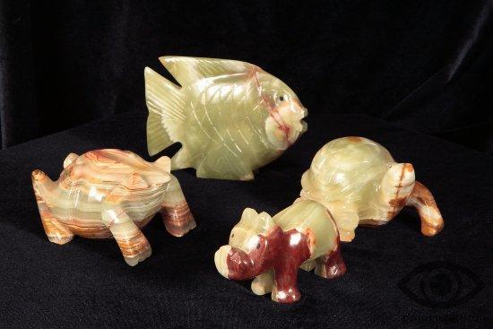 oniks-kamen-svojstva-suveniry-ryba-cherepaha