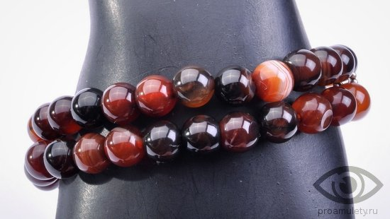 sardoniks-kamen-svojstva-znak-zodiaka-rak-braslet