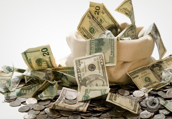 kucha-deneg-kupjary-monety-dollary