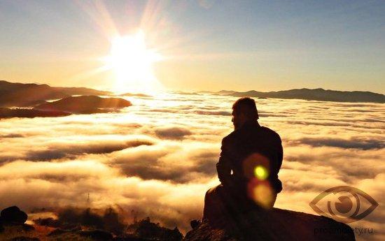 muzhchina-oblaka-solnce-mudrost-prozrenie