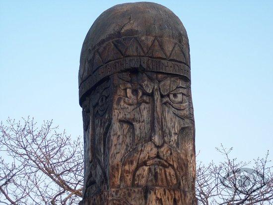 perun-idol-istukan-statuja