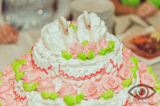 svadebnyj-tort-s-lebedjami