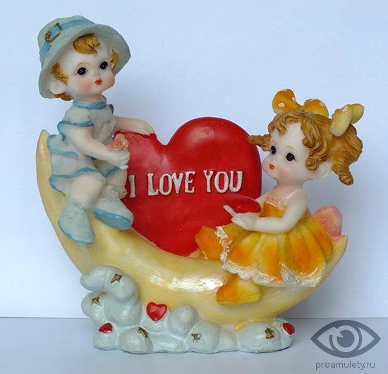 statujetka-dlja-vljubljonnyh-i-love-you-malchik-devochka