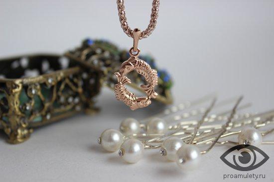 bronzovaja-shkatulka-zakolki-dlja-volos-zhemchug-kulon-ryby