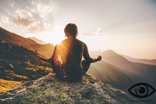 meditaciya-v-gorah-na-zakate